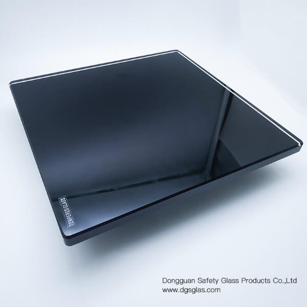 Back-painted-glass-with-a-thickness-of-10mm-pure-black